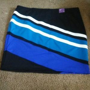 Diagonal stripped pencil skirt